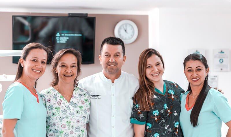 Equipo de odontologos en Manizales
